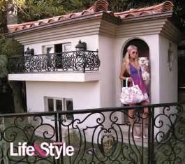 Philippe Starck Chandelier Untreehugger Paris Hilton S 325 000 Dog Mansion Treehugger