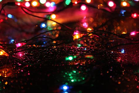 file christmas lights rain jpg wikimedia commons