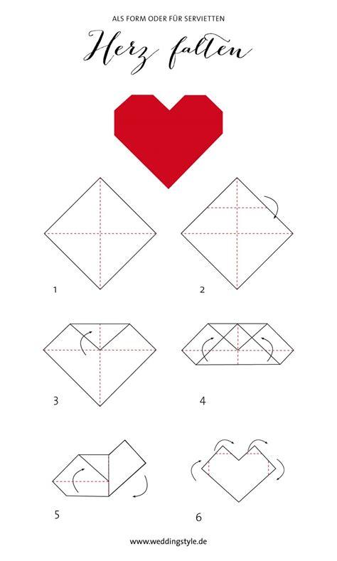 bettdecke zum herz falten origami herz falten als lesezeichen oder serviette
