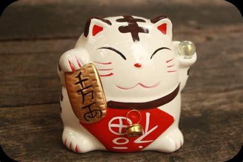 Pajangan Kucing Hoki quot maneki neko quot kucing pembawa keberuntungan