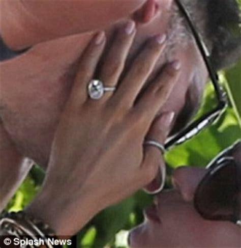 is sofia vergara engaged to joe manganiello popcrunch