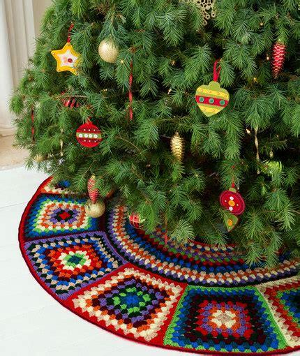 christmas tree duo crochet pattern red heart granny tree skirt red heart