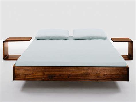 schlafzimmer bett holz bett simple das puristische massivholzbett das das