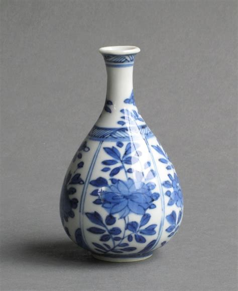 small pear shaped vase kangxi in blue and