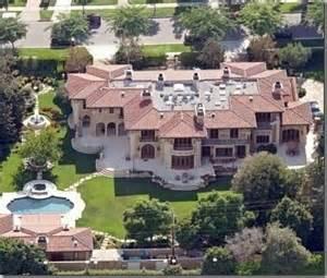 Jennifer Lopez House by Modern Home