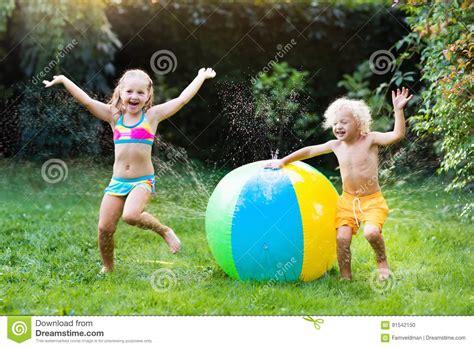 kids playing in backyard kids playing backyard football gogo papa com