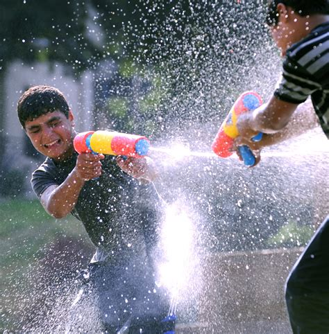 Park officials ban water balloons at central park s water fight observer