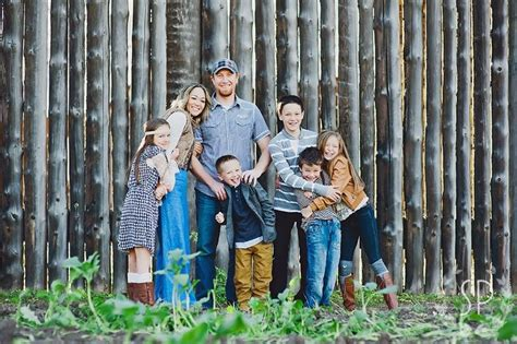 clothing ideas for family portraits clothing to rock for