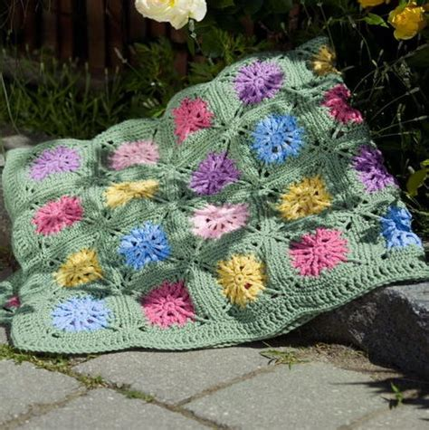 field of flowers crochet rug pattern flower field throw allfreecrochetafghanpatterns