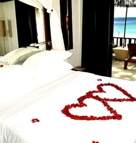 romantic bedroom decorating ideas for valentines day 40 warm romantic bedroom d 233 cor ideas for valentine s day