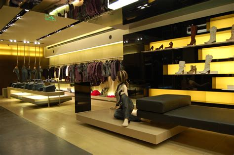 Luxury Shop Interior by Glamshops Visual Merchandising Shop Reviews Heaven