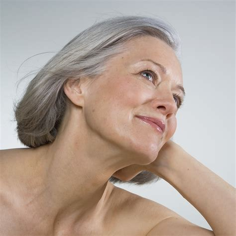women in their 40s with grey hair silver shoos to make grey hair gorgeous