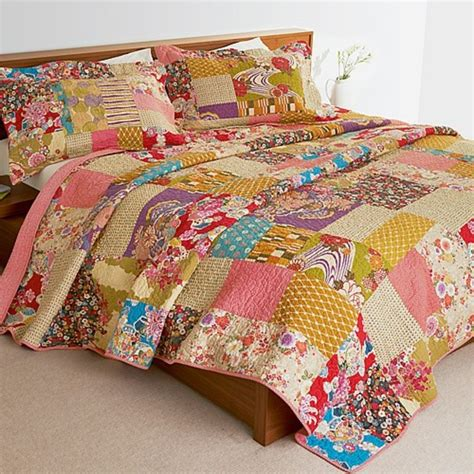 Patchwork Bedspreads Uk - isumi patchwork bedspread pair of pillowcases quinyx
