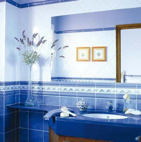 pin de studio de color en azul en  bathroom