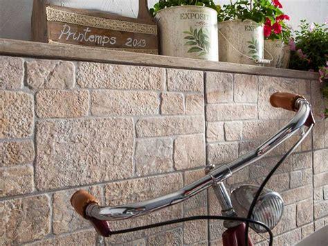 piastrelle per rivestimento muro esterno tavolini soggiorno moderni
