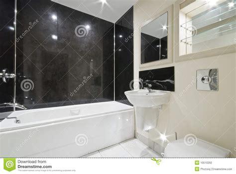 badezimmer steinfliesen badezimmer mit schwarzen steinfliesen stockfotografie