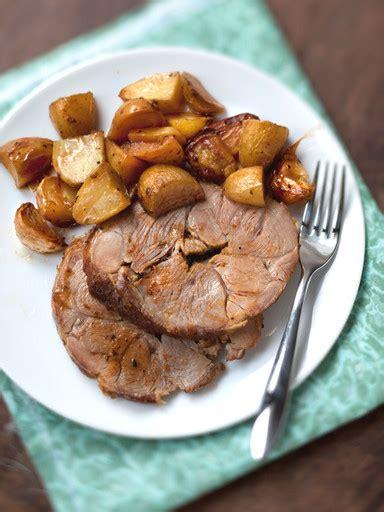 cuisine gigot d agneau gigot d agneau aux pommes boulang 232 res recette de gigot d