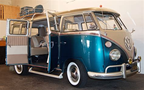 Vintage Volkswagen And At La Bodega Gallery