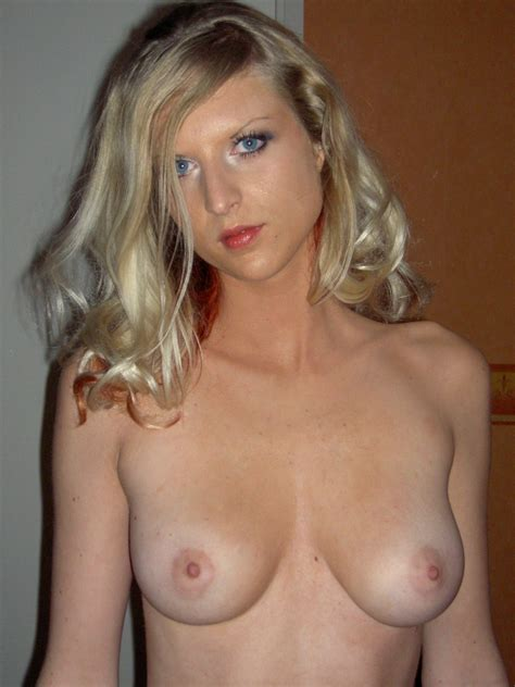 milf with nice boobs posing at home russian sexy girls