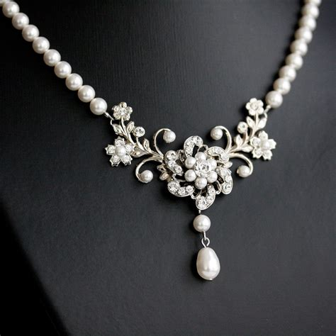 White Vintage Flower Necklace wedding necklace white pearl necklace vintage rhinestone