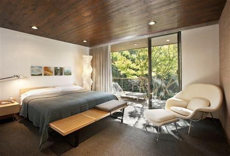 lambris chambre lambris mural en bois dans la chambre en 27 bonnes id 233 es