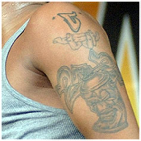 chris brown star tattoo chris browns sleeve tattoos check out each chris brown