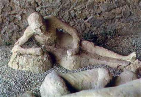 film nabi lut pompeii people kissing