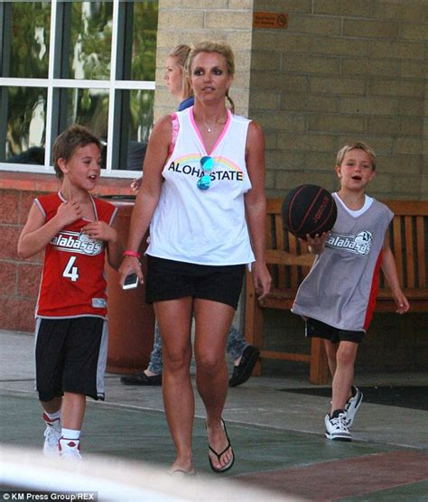2014 britney spears smoking cigarettes the gallery for gt britney spears smoking cigarettes