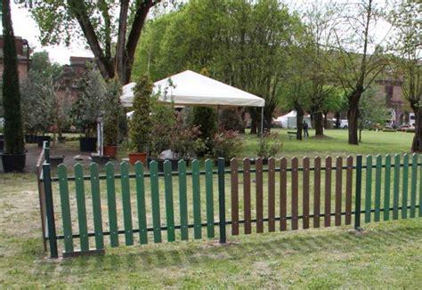 recinzioni per giardini in plastica recinzione classica in strongplast plastica riciclata