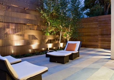 Backyard Fence Decorating Ideas by 20 Amazing Ideas For Your Backyard Fence Design Style