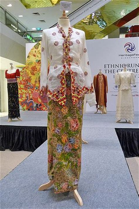 pin by margaret bul on the peranakansstraits chinese pinterest kebaya sarongs and singapore on pinterest