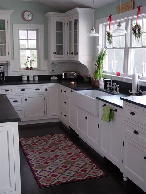 Kitchens With Black Countertops 25 Best Ideas About Black Kitchen Countertops On Pinterest Counters Black Counters And