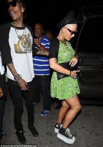 amber rose swigs champagne and gets cosy with lil kim on