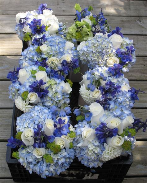 light blue and white roses blue and white wedding flowers at basin harbor club
