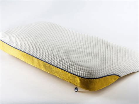 Most Expensive Pillow by The World S Most Expensive Pillow With Diamonds And 24