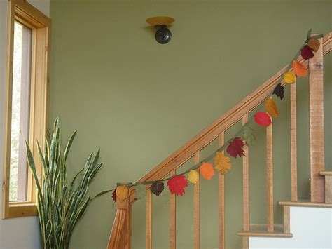 how to decorate banister simply and elegantly for christmas 3 easy ways to decorate the stair banister
