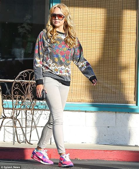 amanda bynes day walk with new hair photo amanda bynes steps out looking healthy with new lighter hair daily mail