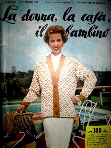 e donna rivista sfogliando la moda la sta periodica femminile