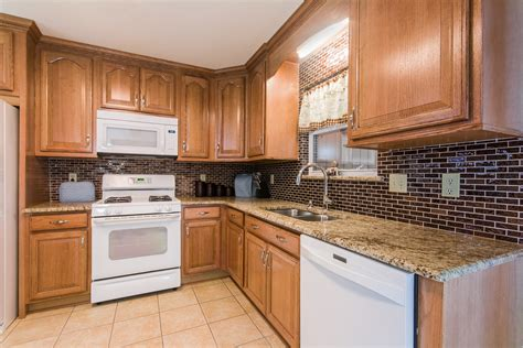 Kitchen Cabinets Oak Kitchen Remodels Granite Counter Tops Importer Of 100s