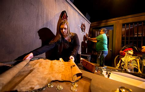 escape from the room walt disney world officially gets into the escape room