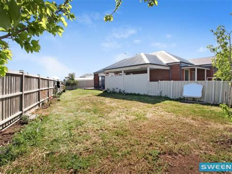 Cottage Delight Hers real estate for sale 7 lyme park circle caroline springs vic
