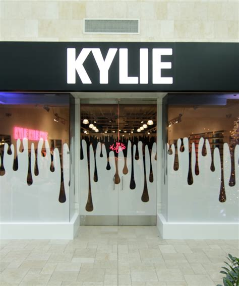 kylie cosmetics pop up shop dujour