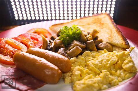 pancake ala cafe yang super empuk dan menul menul doovi menu breakfast ala bober caf 233 bandung infobdg