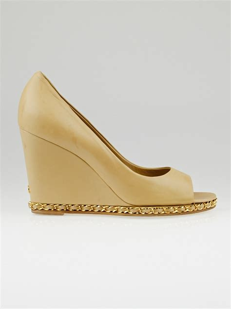 Herrings Gucci Style Chain Peep Toes by Chanel Beige Lambskin Leather Chain Peep Toe Wedges Size 9