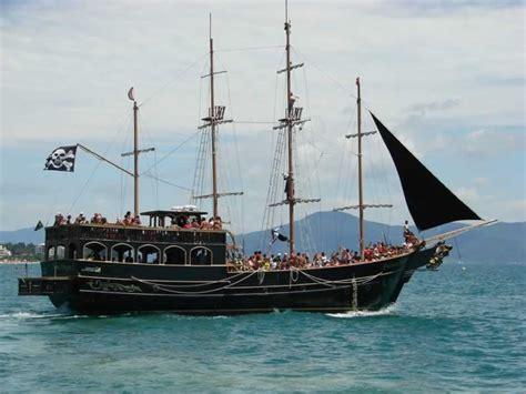 barco pirata passeio de barco pirata saindo de canasvieiras em