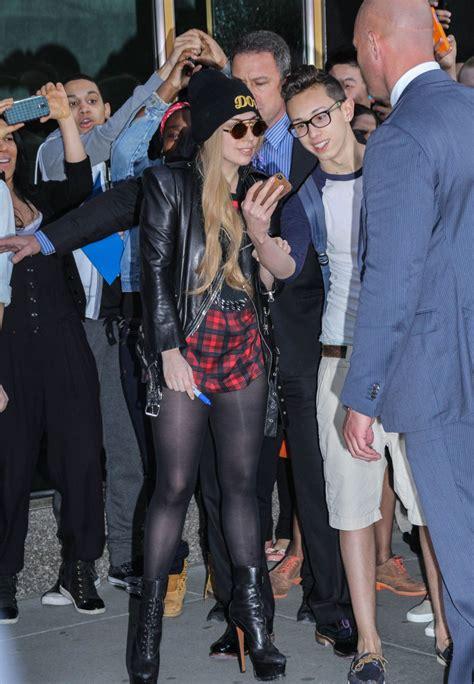 lady gaga shows  legs  york city