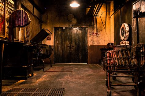 room escape for event report the official las vegas saw escape room bloody disgusting