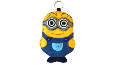 Loght Doll Minion diy minion keyring in felt with free pattern by pay