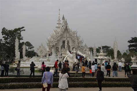 thailandia turisti per caso tempio bianco viaggi vacanze e turismo turisti per caso
