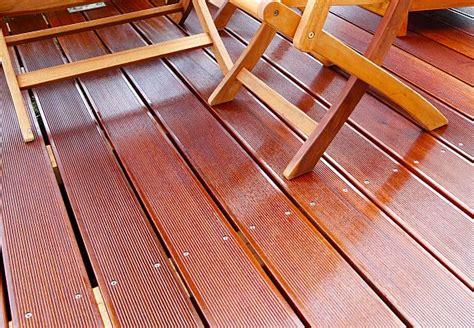 Betonplatten Streichen Terrasse by Holz Lackieren Lasieren Und 246 Len Der Obi Ratgeber